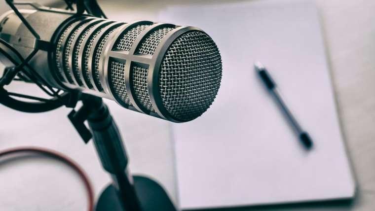 Es momento de que comiences a escuchar podcast